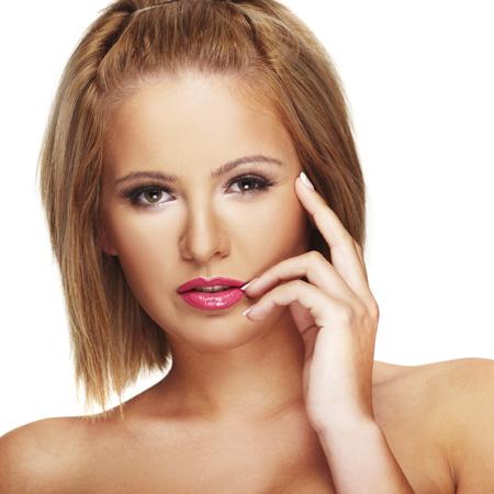 прически волос средней длины фото