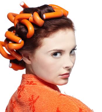Завивка волос на бигуди