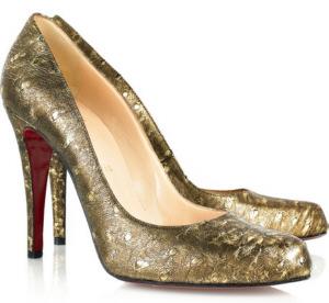 золотые туфли на высоком каблуке