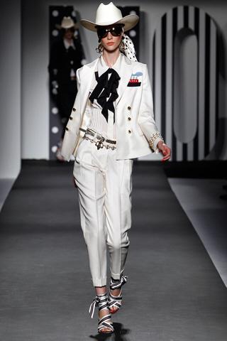 модные шарфы 2011 moschino