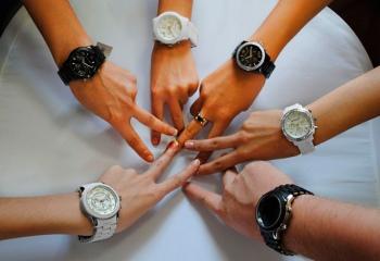 Наручные часы выбираем женские часы наручные versace