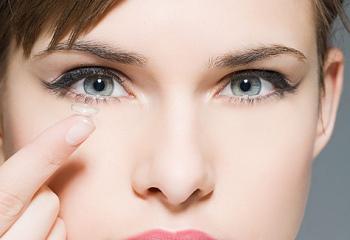 Вред и минусы контактных линз, уход за контактными линзами. Как надевать контактные линзы?