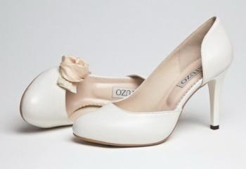Как чистить белую обувь