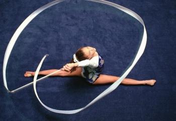 Упражнения с лентой для идеальной фигуры