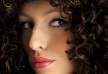 Густые волосы – истинное украшение женщины