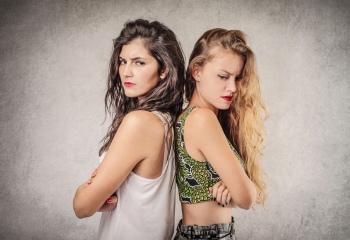 Когда подруга становится врагом: такая переменчивая женская дружба