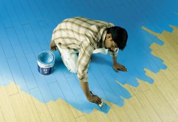 Что лучше - покрасить деревянный пол краской или покрыть лаком