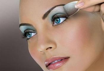 Как правильно использовать голубые тени для голубых глаз