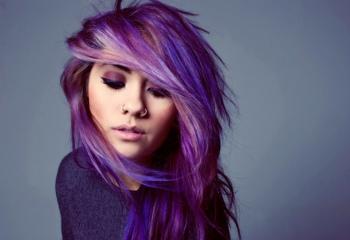 Как поменять черный цвет волос на фиолетовый