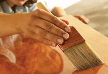 Как обновить лаковое покрытие мебели