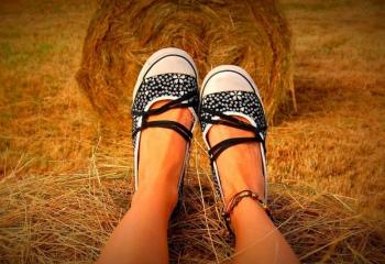 Как носить браслеты на ноге