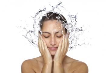 Можно ли перекисью водорода протирать лицо