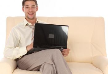 Как нельзя держать ноутбук