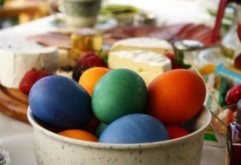 Чем красить пасхальные яйца