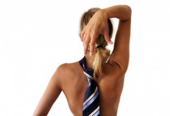 Как завязать галстук женщине