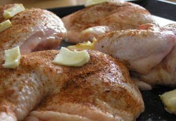 Как потушить куриные грудки