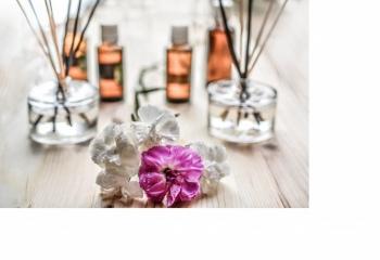 Сочный арбуз, морской бриз и тропические цветы: как подобрать летний аромат для дома