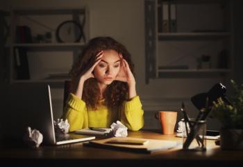Задерживают на работе: как правильно отказать
