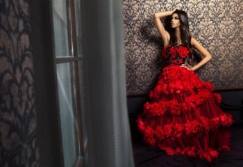 Выбираем красные платья на выпускной