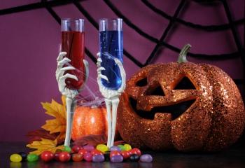 Ледяные руки, шоты в шприцах и прочие угощения на Halloween
