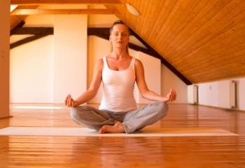 Йога для начинающих: как организовать занятие дома