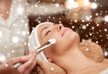 Уход за кожей зимой: маски для лица