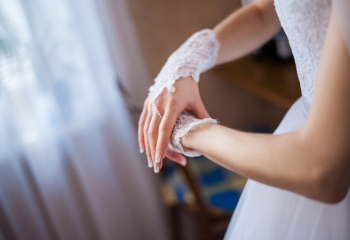 Кружевные свадебные перчатки