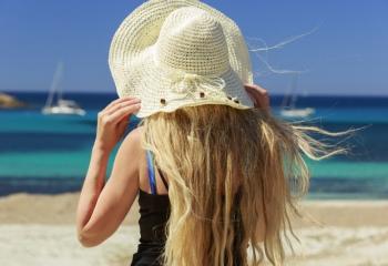 Как ухаживать за волосами на море