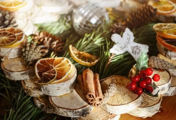 Новогодняя сказка: зимние букеты и хвойные композиции