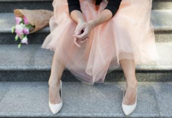 С чем носить белые туфли на высоком каблуке