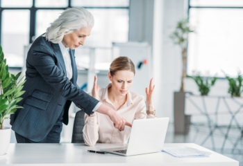 как общаться с начальником женщиной