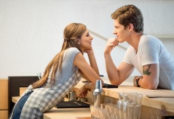 Как научиться флиртовать с мужчиной