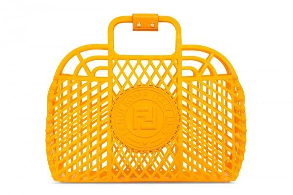 Fendi выпустили сумки-корзинки из переработанного пластика