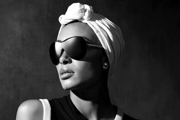 Прямиком со склона: очки-маска Chanel