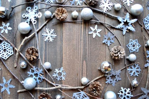 Новогодние снежинки: как сделать украшения своими руками