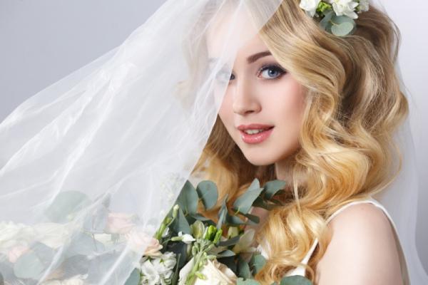 Как сделать свадебный макияж для блондинки
