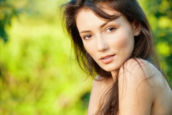 Как ухаживать за чувствительной кожей летом