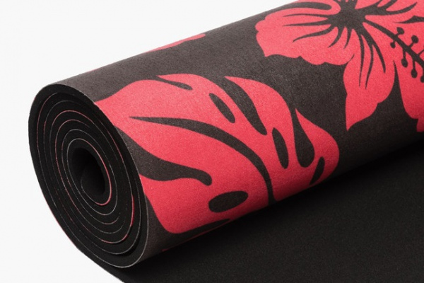 Prada выпустили коврики для йоги