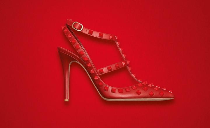 Красное на красном: коллекция аксессуаров от Valentino