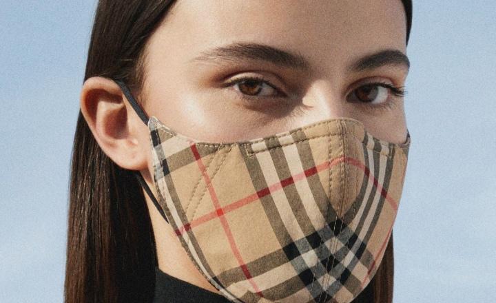 Burberry выпустили защитные маски в свою фирменную клетку