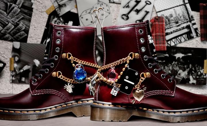 Marc Jacobs и Dr. Martens выпустили ботинки с «тысячей мелочей»: фото