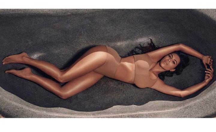 Ким Кардашьян выпустила коллекцию средств для макияжа тела