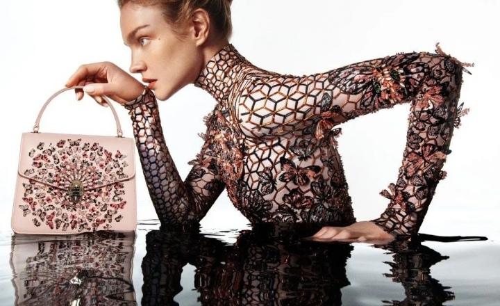 Мэри Катранзу создала новые версии сумок Serpenti Bvlgari: фото
