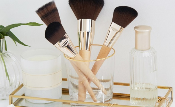 Дебютная коллекция кистей для макияжа Clarins