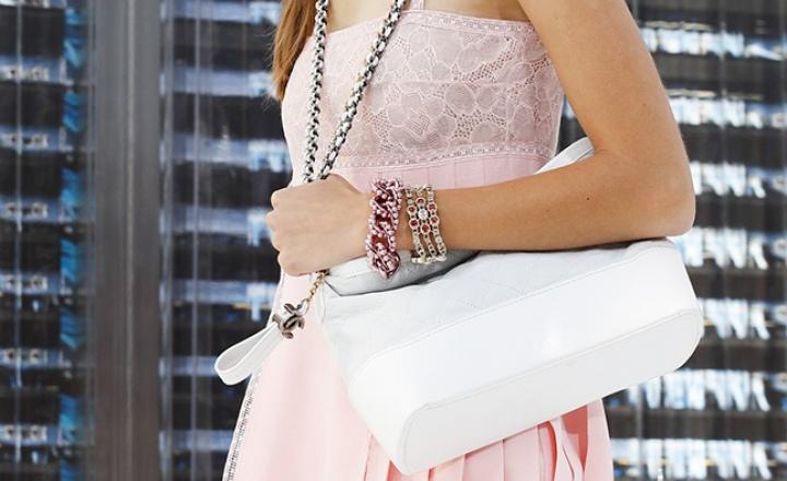 Chanel представит абсолютно новую сумку Gabrielle    JustLady.ru ... 28aa8148170