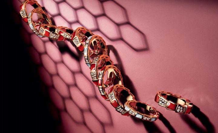«Змеиные» кольца Bvlgari: теперь с самоцветами