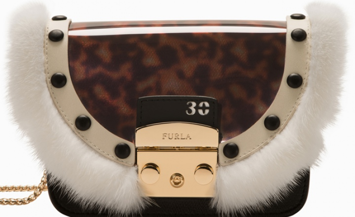 Юбилейная коллекция Furla из 9 сумок: по одной на каждое десятилетие