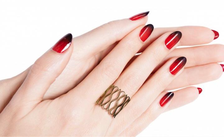 Внутренний красный: лак для обратной стороны ногтей Louboutin