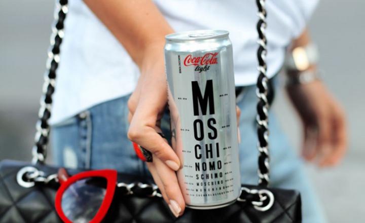 Итальянская Coca-Cola облачилась в Moschino