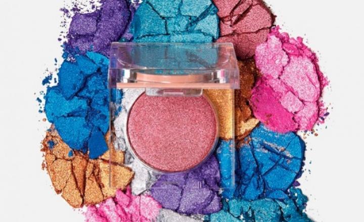 Ким Кардашьян выпустила коллекцию цветных пудр к своему дню рождения